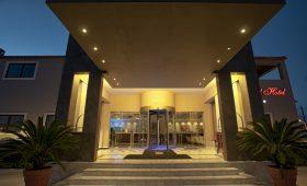 Arty Grand Hotel (incl. auto)