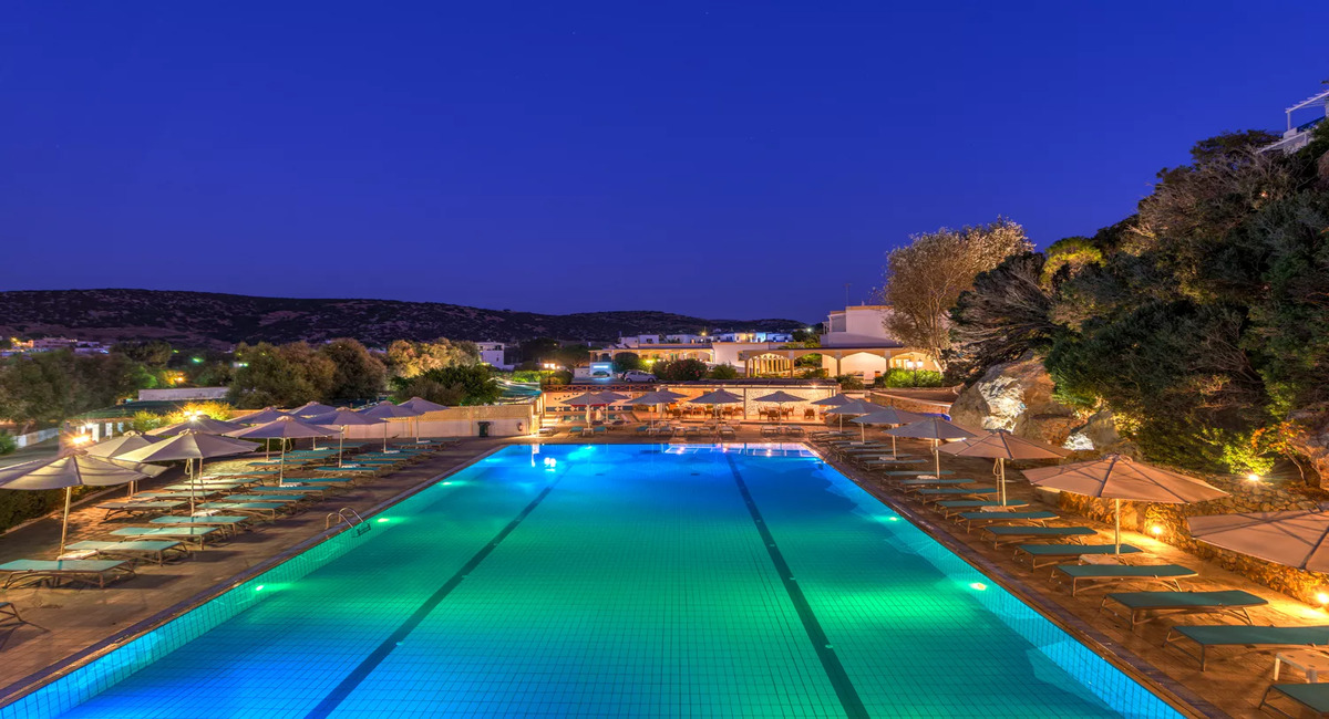 Dolphin Bay Family Beach Syros