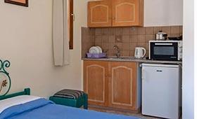 Kleoni aparthotel (incl. auto)
