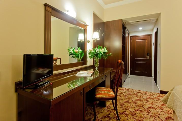 Kouros Hotel Drama