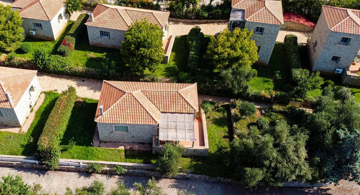 Lithos Stoupa Villas